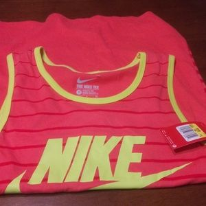 🆕 NWT Nike Graphic Tank Top Size S 🆕